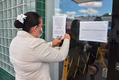 prefeita coloca cartazes em unidades hospitalares