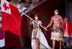 'Besuntado de Tonga' aparece novamente e chama atenção na abertura das Olímpiadas