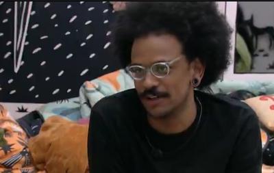 João em conversa no quarto com Camilla e Gilberto