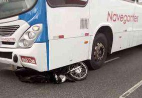 Motociclista sobrevive ao colidir frontalmente com ônibus, na PB