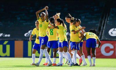 Com manifesto contra assédio, seleção brasileira bate Rússia em amistoso