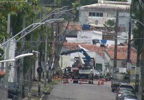 Troca de poste provoca interdição de ruas no Centro de João Pessoa