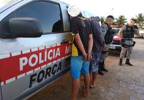 Dupla acusada de fazer arrastões em paradas de ônibus é detida pela PM