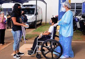 Menino de 12 anos deixa hospital após ser intubado por Covid