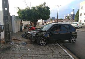 Vídeo: Homem é sequestrado e bandidos abandonam carro após colisão