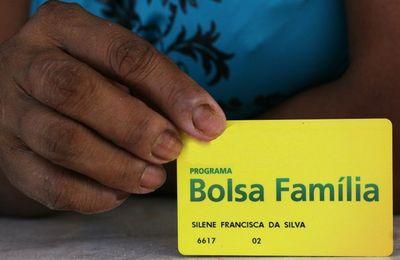 Beneficiários do Bolsa Família recebem Auxílio Emergencial; veja o calendário