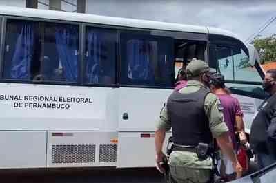 Mesária é presa após orientar voto em candidato, em Pernambuco