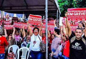 Professores do Recife entram em greve por tempo indeterminado