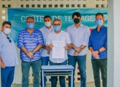 Prefeito de João Pessoa assina termo de intenção para adquirir vacinas contra a Covid-19