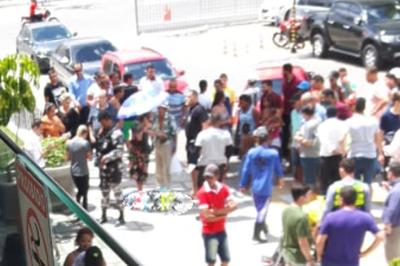   Mototaxista é baleado na frente de shopping center em Campina Grande
