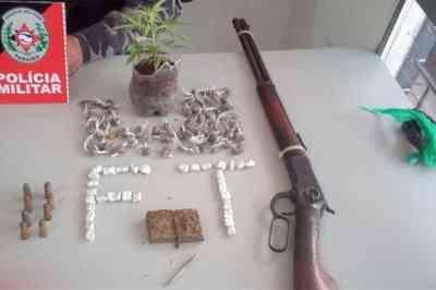 Dupla é presa com arma, munição e droga, em Bayeux