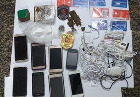 Polícia intercepta arremesso de drogas e equipamentos para dentro de prisão em no Sertão
