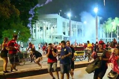 Torcedores do Flamengo invadem estádio e provocam tumulto no entorno do Maracanã