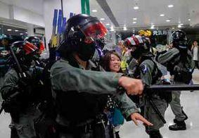 Durante manifestação, policial é atingido por flecha