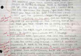 Após corrigir texto, jovem devolve carta de desculpas da ex namorada