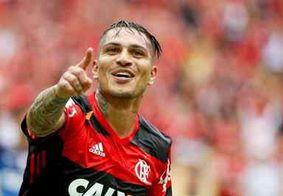 Embarcando para audiência na Suiça, Guerrero desconversa sobre renovação com Flamengo