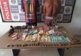 Polícia prende dupla com arma, drogas e dinheiro na Zona Sul de João Pessoa