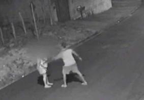 Câmera flagra candidato a vereador agredindo namorada na rua; veja