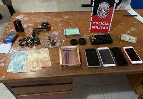 Quatro pessoas são presas com drogas e munições após perseguição da PM