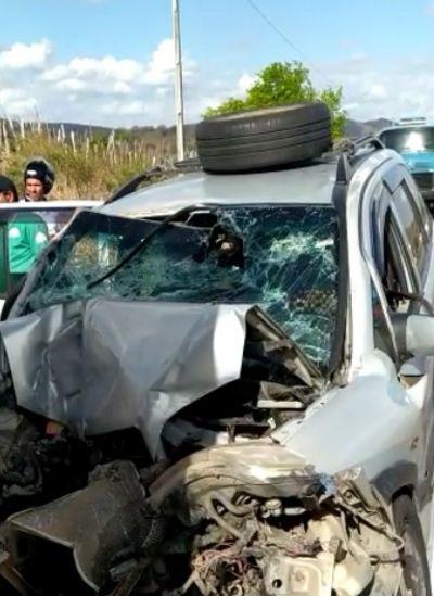 Acidente envolvendo carro e caminhão deixa uma pessoa morta e cinco feridos, na BR-230, na PB