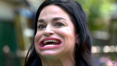 Americana entra para o Guiness como a mulher com a maior boca do mundo