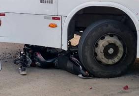 Dois ficam feridos após colisão entre moto e ônibus na Zona Sul de João Pessoa