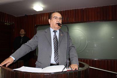 Ivaldo Moraes durante discurso na Assembleia Legislativa da Paraíba.
