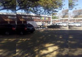 Garis são impedidos de almoçar em restaurante em Brasília