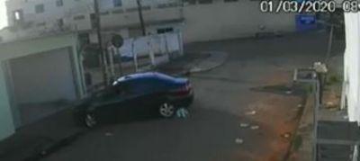 Imagens fortes: pai acaba atropelando filho de 1 ano ao sair com carro de garagem