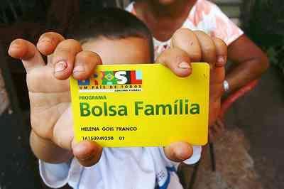 Beneficiários do Bolsa Família começam a receber parcelas extras do auxílio emergencial; saiba mais