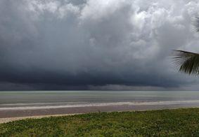Nuvens carregadas na praia de Manaíra, em João Pessoa