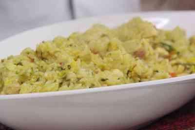 Aprenda a fazer um delicioso arroz especial de frango em apenas 10 minutos