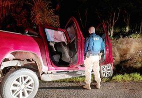 Veículo colidiu em barranco durante tentativa de fuga