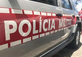 Adolescente bate carro roubado em poste e é detido pela Polícia