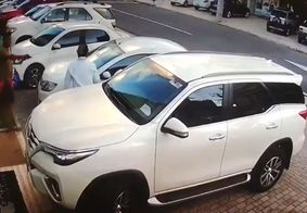 Motorista é surpreendido por dupla e levado como refém em João Pessoa