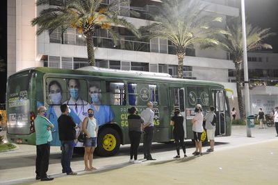 Ônibus foi posicionado no Busto de Tamandaré