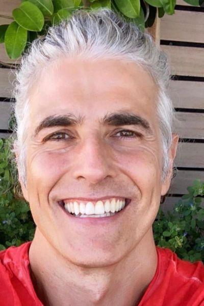 Reynaldo Gianecchini impressiona ao mostrar cabelos brancos
