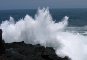 Marinha alerta para ressaca com ondas de até 2,5 metros na Paraíba