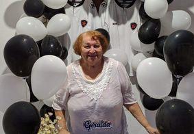 Fã do Botafogo-PB completa 80 anos e ganha festa surpresa com temática do clube