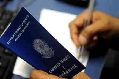 PT pede aumento de salário mínimo de R$ 1.006,00 previsto em orçamento