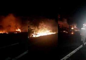 Incêndio atinge carreta às margens da BR-101 no Litoral Sul da PB