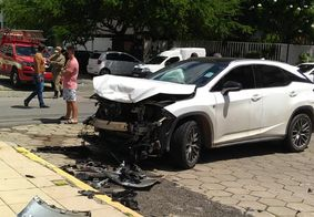 Veículo de luxo ficou totalmente destruído