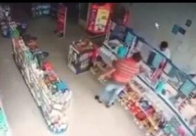 Câmeras flagram assalto à farmácia em João Pessoa