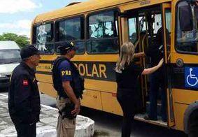 Ônibus escolar é flagrado pela PRF levando adultos para enterro