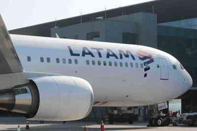 Passageiro é expulso de voo da Latam após fazer ofensa homofóbica contra comissário