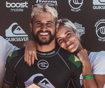Mari Azevedo e o surfista terminaram o relacionamento em março