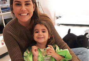 Filha de Deborah Secco comenta novo corte de cabelo da mãe e diverte seguidores