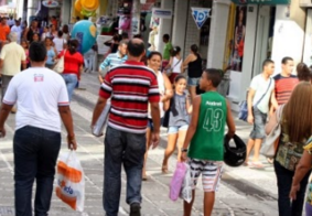 Confiança do consumidor sobe e atinge maior nível desde 2014, diz FGV