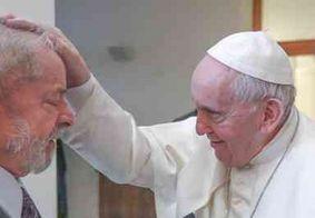 """Lula encontra Papa Francisco e declara: """"conversa sobre um mundo mais justo"""""""