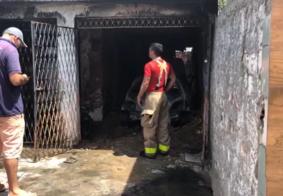 Carro explode e incendeia parte de residência em bairro de João Pessoa
